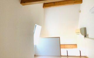 天井が高めなので移動もラクですね(内装)