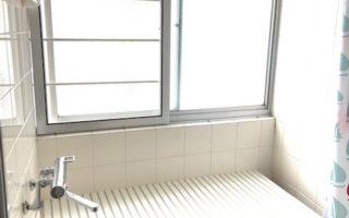 南側窓のある明るいバスルーム(風呂)