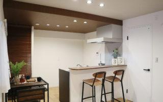 黒のアイアン調の家具がマッチするモダンスタイルな内装(内装)