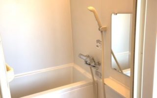 バスルームは掃除がしやすいユニットバス仕様(風呂)