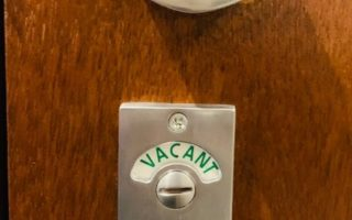 トイレの開閉サインまでこだわってます!かわいい!